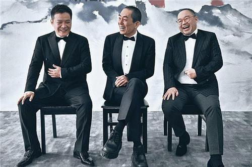 实至名归|《我和我的家乡》7位导演大合影,C位实至名归,邓超成颜值担当