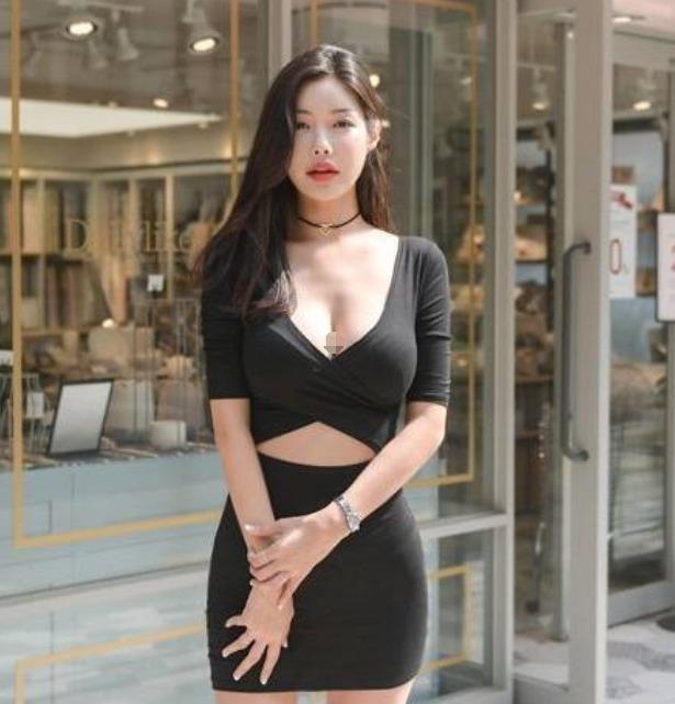 时尚街拍性感大姐姐,黑色衬衫+短裙尽显女神范儿 养眼图片 第2张