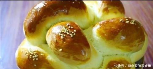 鸡蛋@1碗面粉,2个鸡蛋,教你做绣球面包,香甜柔软好吃,看饿了