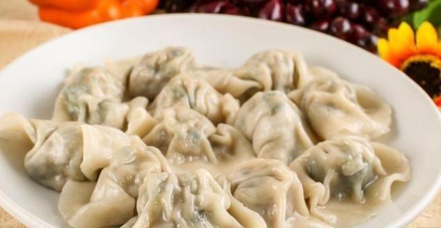 厨师|煮饺子时,最忌开水直接下锅,厨师:记住2个技巧,鲜嫩不破皮
